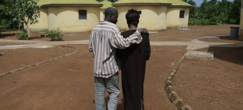 Pacientes soropositivos de um hospital em Tamale, Gana. Foto: Banco Mundial/Jonathan Ernst (arquivo)