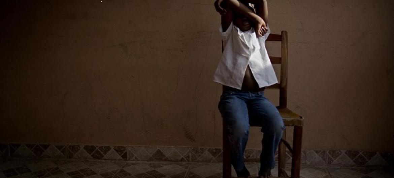 Menina que resgatada do tráfico humano e fotografada num centro apoiado pelo Unicef. Foto: Unicef/ UNI121794 / Dormino.