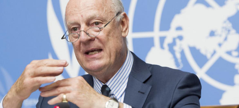 Staffan de Mistura fala com a imprensa no primeiro dia da sétima rodada das conversações sobre a Síria. Foto: ONU/Violaine Martin