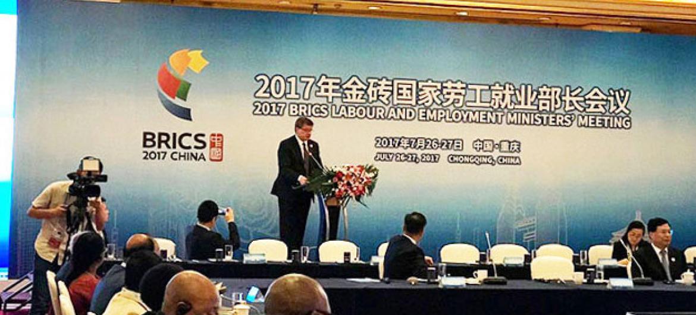 O diretor-geral da Organização Internacional do Trabalho, Guy Rider, fala em reunião dos Ministros do Trabalho dos Brics na China. Foto: OIT