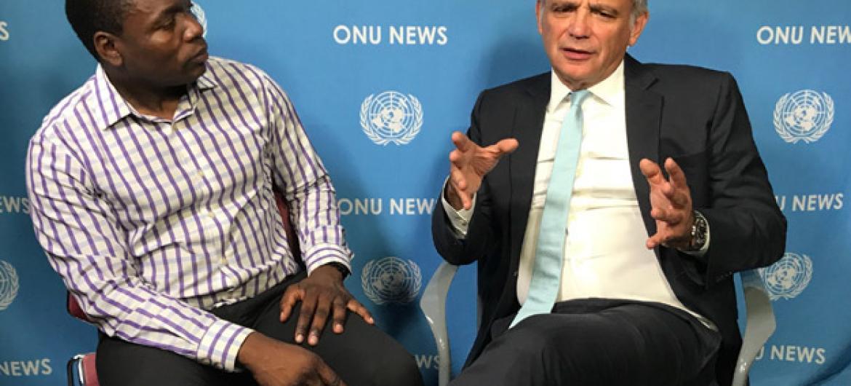 Luiz Loures, à direita, em entrevista com Eleutério Guevane. Foto: ONU News