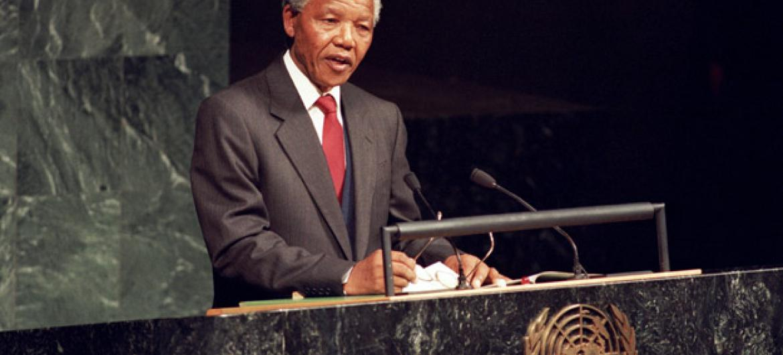 Nelson Mandela em discurso na Assembleia Geral da ONU em 1999. Foto: ONU/Eskinder Debebe
