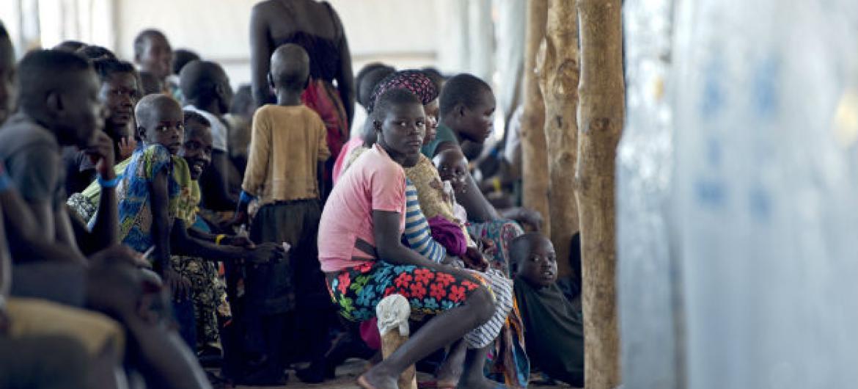 Refugiados sul-sudaneses em acampamento no distrito de Arua, norte do Uganda. Foto: ONU/Mark Garten