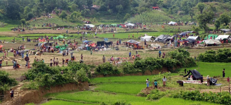 As pessoas chegando ao Bangladesh precisam urgentemente de assistência vital incluindo comida, água, saneamento, saúde e proteção. Foto: Saikat Biswas/OIM.