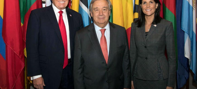 Secretário-geral da ONU, António Guterres, reúne-se com presidente dos EUA, Donald Trump. Também na foto está embaixadora dos EUA junto à ONU, Nikki Haley. Foto: ONU/Eskinder Debebe