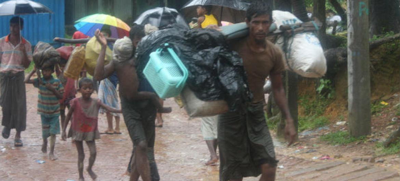 Refugiados rohingya chegam ao campo de Kutupalong no Bangladesh. Foto: Acnur/Vivian Tan