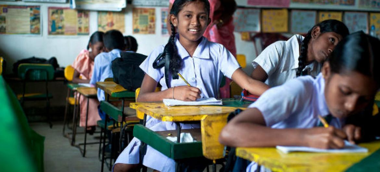 Jovens em uma sala de aula. Foto: Deshan Tennekoon/World Bank.
