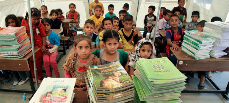 Atualmente, há 264 milhões de crianças e jovens fora da escola, e 100 milhões de jovens incapazes de ler. Foto: Unicef/Wathiq Khuzaie