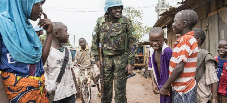 Soldado da Paz na República Centro-Africana. Foto: ONU/Eskinder Debebe