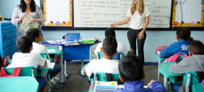 Não basta aumentar percentual de estudantes também é preciso melhorar qualidade do ensino, segundo novo estudo. Foto: Agência Brasil