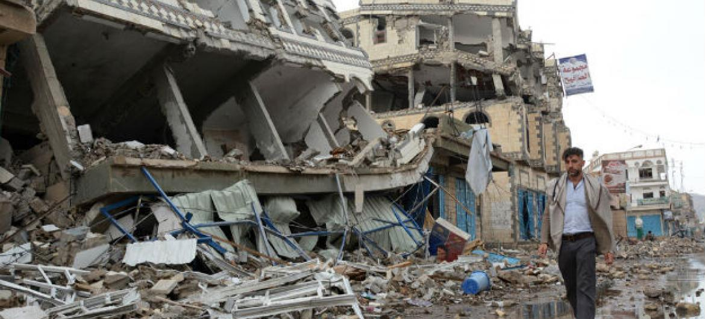 Prédios destruídos após bombardeios na cidade de Saada, no Iêmen. Foto: Ocha/Philippe Kropf
