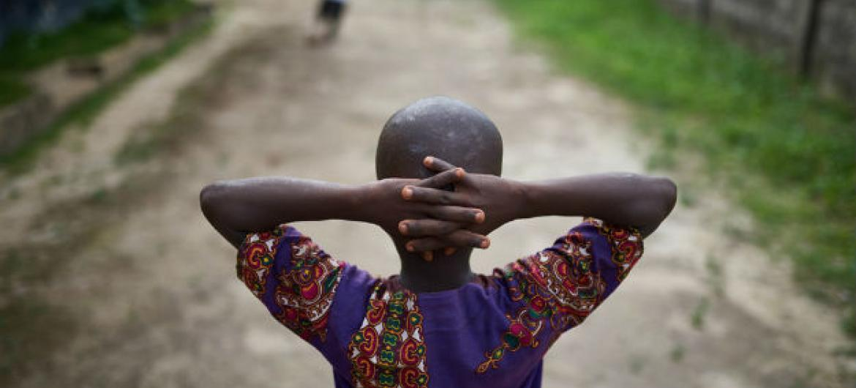 O estudo analisa a situação de 24 países que compõem o centro e oeste do continente africano, onde 25% das crianças menores de 14 anos e 16% de adultos têm HIV. Foto: Unicef/Phelps
