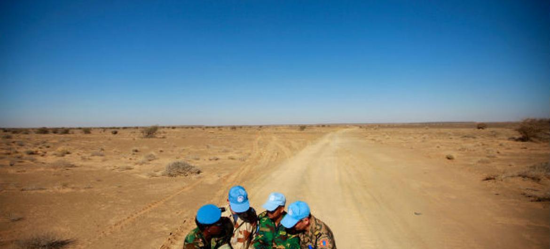 Soldados de paz da Missão da ONU no Saara Ocidental, Minurso. Foto: ONU/Martine Perret