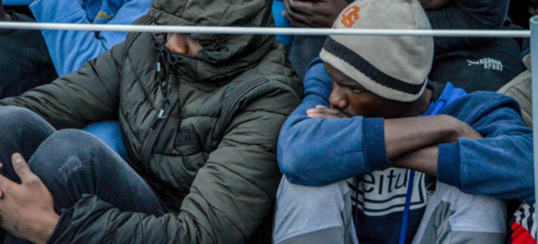 Migrantes resgatados na costa da Líbia. Foto: OIM/Eshaebi2018