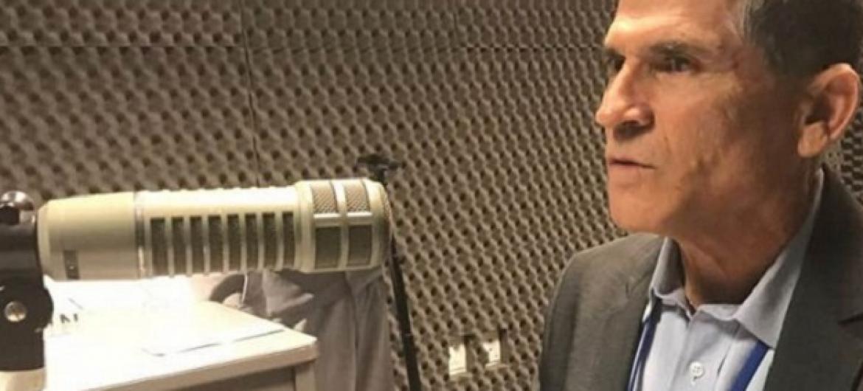 General Carlos Alberto dos Santos Cruz nos estúdios da ONU News. Foto ONU.