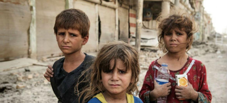Crianças em Mossul, no Iraque. Foto: Unicef/UN073069/Romenzi