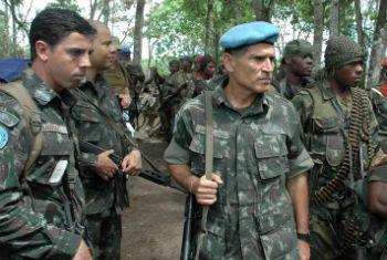 General Santos Cruz na RD Congo. Foto: ONU/Clara Padovan