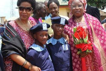 Phumzile Mlambo-Ngcuka em visita à Nigéria. Foto: ONU Mulheres/Mariam Kamara