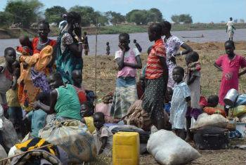 Mulheres e crianças procuram abrigo na Etiópia. Foto: Acnur/L.F.Godinho