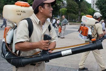 Exterminador de dengue na Guatemala. Foto: OPS/OMS Guatemala