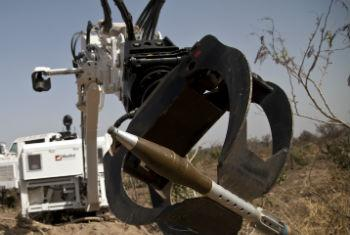 Robô usado para disarmar munições. Foto: ONU/Marco Dormino