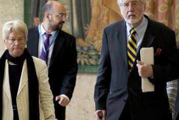 Integrantes da Comissão, com Pinheiro à direita. Foto: ONU/Jean-Marc Ferré