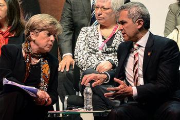Alicia Bárcena (à esquerda) conversa com Miguel Ángel Mancera, Prefeito da Cidade do México. Foto: Sedeso-GDF/Victor Palma
