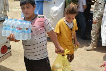 Distribuição de ajuda alimentar no Iraque. Foto: PMA/Mohammed Al Bahbahani