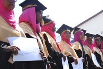 Mulheres graduadas pela Escola de Obstetrícia de Mogadíscio. Foto: Unfpa Somália