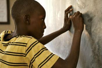 Sistema de educação na Guiné-Bissau em análise. Foto: ONU/Marco Dormino