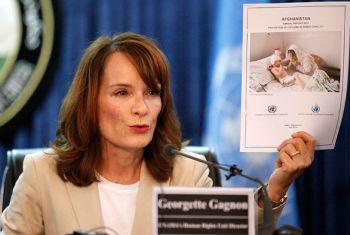Diretora de direitos humanos da Unama, Georgette Gagnon apresentou o relatório em uma conferência de imprensa em Cabul neste 9 de julho. Foto: Unama/Fardin Waezi