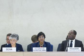 Navi Pillay (centro) em sessão especial do Conselho de Direitos Humanos. Foto: ONU/Violaine Martin