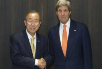 Ban Ki-moon (esq.) e John Kerry. Foto: ONU/Eskinder Debebe