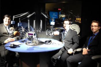 Danilo Parmegiani (à esq.), Felipe Duarte e Nicholas de Paiva (à dir.). Foto: Rádio ONU