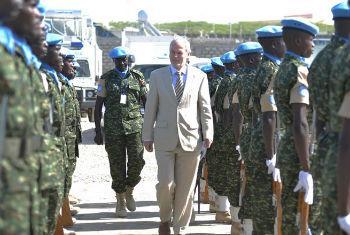 Nicholas Kay em visita à Somália. Foto: ONU/David Mutua