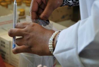 Antirretrovirais. Foto: OMS/Christina Banluta