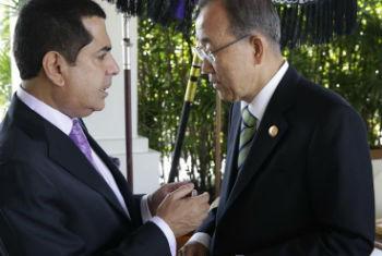 Ban Ki-moon e Nassir Abulaziz al-Nasser em Bali. Foto: ONU/Evan Schneider