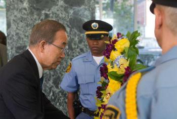 Ban na sede da ONU, em agosto, em tributo a funcionários mortos em serviço. Foto: ONU/Mark Garten