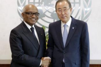 Miguel Trovoada (esq.) e o secretário-geral da ONU, Ban Ki-moon. Foto: ONU/Evan Schneider