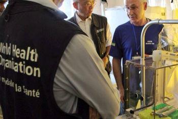 Especialistas reunidos para discutir controle e prevenção do ebola. Foto: OMS