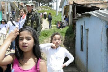 Famílias também recebem apoio na Colômbia. Foto: ONU/Evan SchneideR
