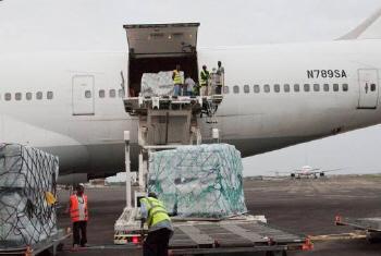 100 toneladas de medicamentos e equipamento médico levados para Bangui. Foto: Acnur/S.Winters