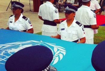 Bandeiras da ONU e de Samoa içadas em Apia. Foto: