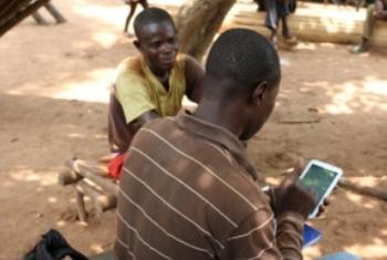 Dados são enviados para servidor em Bangui. Foto: PMA/Donaig Le Du