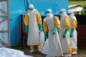 Agentes de saúde na Libéria. Foto: ©Unicef/NYHQ2014-1027/Jallanzo