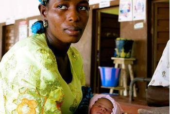 Centro de tratamento em Serra Leoa. Foto: Unicef/Jo Dunlop