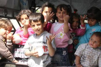 Crianças recebem vacina contra a pólio. Foto: Unicef