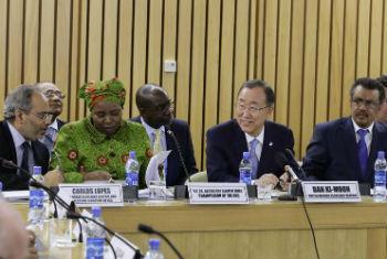 Ban Ki-moon no encontro em Addis Abeba. Foto: ONU/Evan Schneider