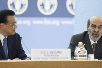 O primeiro-ministro da China, Li Keqiang (esq.), e o diretor-geral da FAO, José Graziano da Silva. Foto: FAO