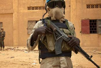 Capacete azul em Kidal, Mali. Foto: Minusma/Marco Dormino